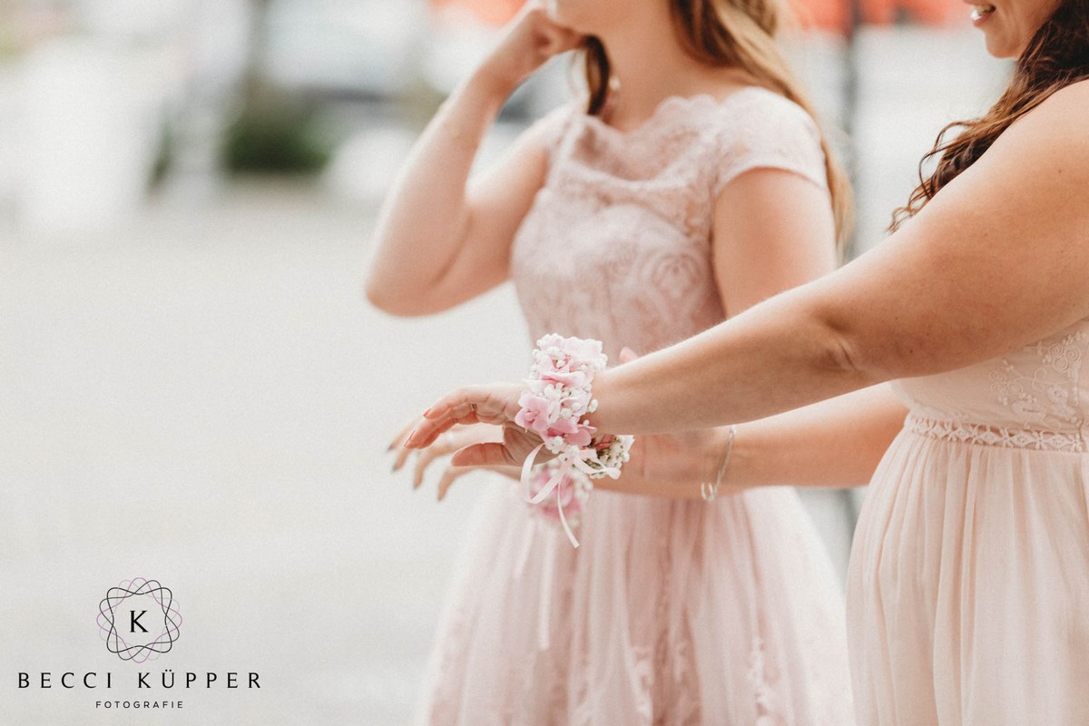 mini-Becci Küpper Fotografie – Hochzeit Fotograf Hochzeitsreportagen Hochzeitsfotograf Jülich Elsdorf Bergheim Titz Bedburg Julia Erven